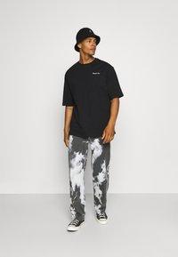 Zign - UNISEX - Print T-shirt - black - 1