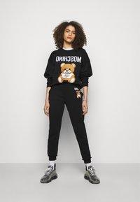 MOSCHINO - Sweatshirt - fantasy print black - 1