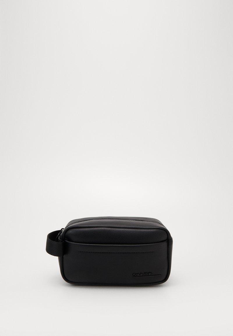 Calvin Klein - DUTY  WASHBAG - Trousse - black