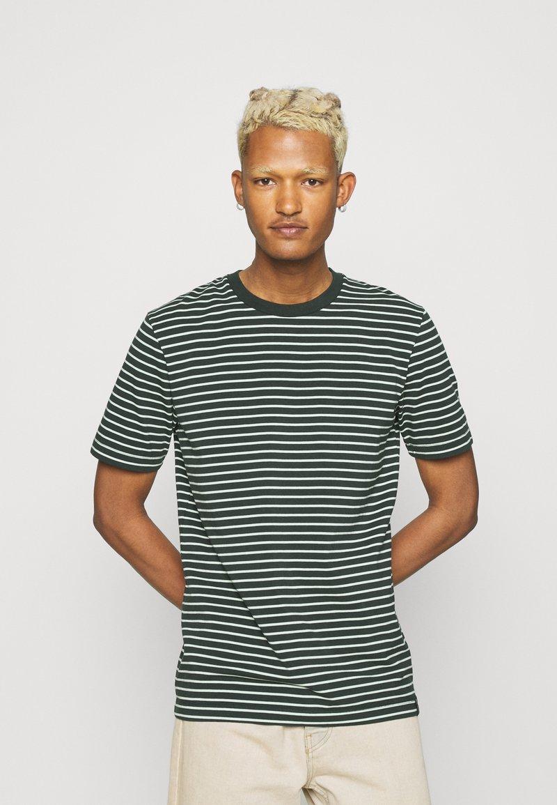 Scotch & Soda - CLASSIC CREWNECK TEE - Print T-shirt - black/white