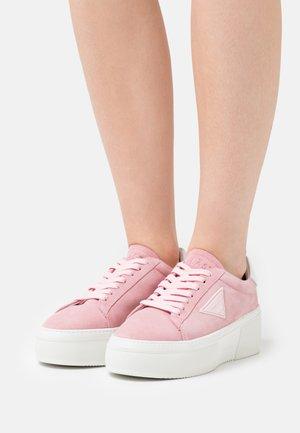 SHINE  - Matalavartiset tennarit - pink