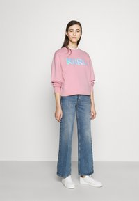 KARL LAGERFELD - BALLOON LOGO  - Sweatshirt - pink - 1