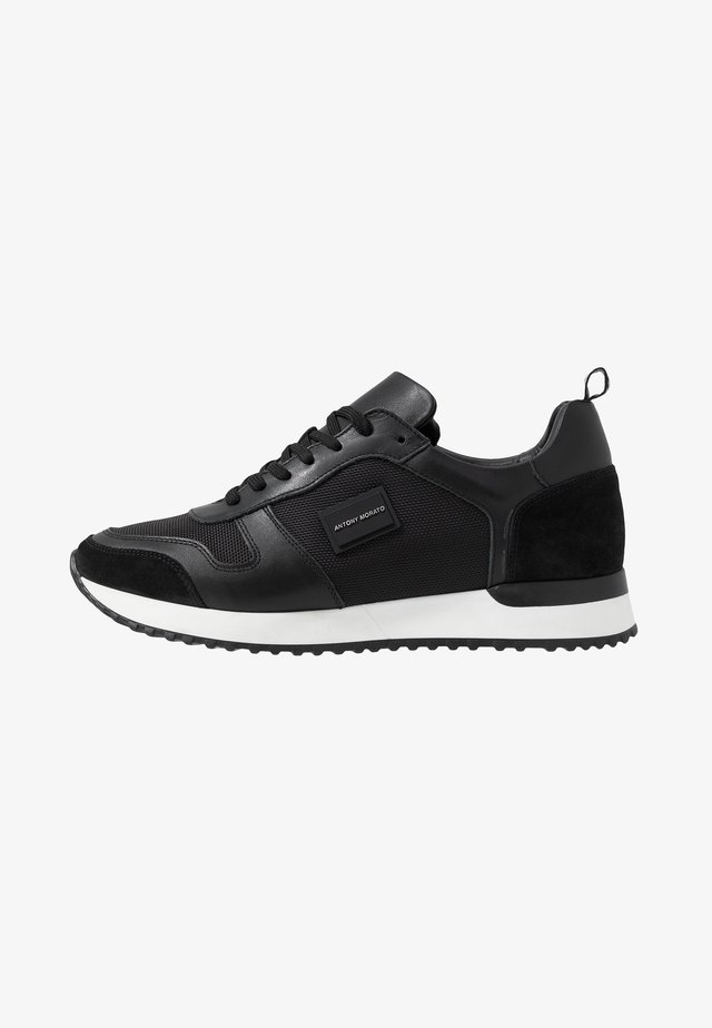 RUN METAL - Matalavartiset tennarit - black