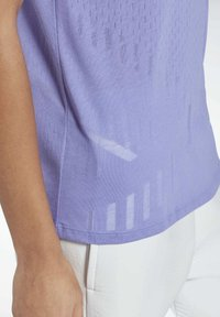 Reebok - ONE SERIES SPEEDWICK REECYCLED - Print T-shirt - purple - 4
