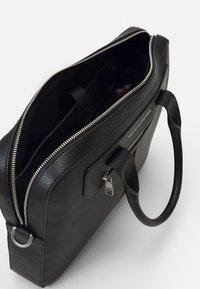 Tommy Hilfiger - DOWNTOWN SUPER SLIM COMP BAG - Briefcase - black - 3