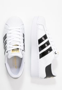 adidas Originals - SUPERSTAR BOLD - Sneakers laag - footwear white/clear black/gold metallic - 5