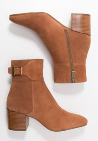 MICHAEL Michael Kors - KENYA BOOTIE - Classic ankle boots - luggage - 3