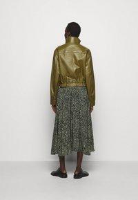 Proenza Schouler White Label - LIGHTWEIGHT DRAWSTRING WAIST JACKET - Leather jacket - military - 2
