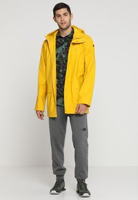 Helly Hansen - MOSS RAIN COAT - Waterproof jacket - essential yellow - 1