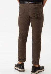 BRAX - STYLE CADIZ C - Trousers - toffee - 2