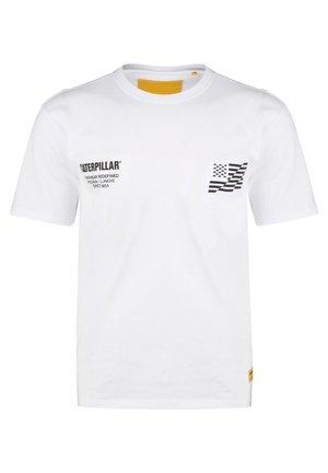 CATERPILLAR CATERPILLAR B-W FLAG T-SHIRT HERREN - T-shirt con stampa - white