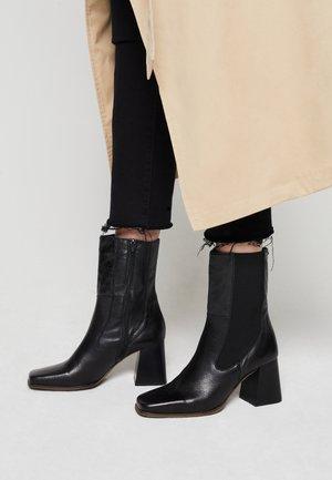 PORTYA - Korte laarzen - black