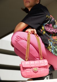 Versace Jeans Couture - QUILTED CROSSBODY - Across body bag - paradise - 6