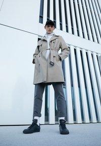 Nike Sportswear - DROP TYPE PRM - Sneakersy niskie - black/white - 6