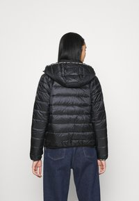 Tommy Jeans - TJW QUILTED TAPE HOODED JACKET - Light jacket - black - 2