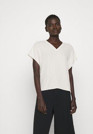 EMERY - Basic T-shirt - ivory
