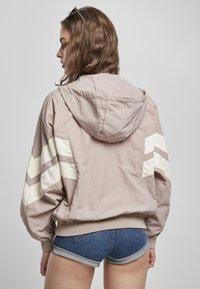 Urban Classics - CRINKLE BATWING  - Outdoor jacket - duskrose/whitesand - 1