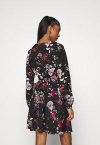 Vero Moda - VMKATINKA TIE DRESS - Denní šaty - black - 2