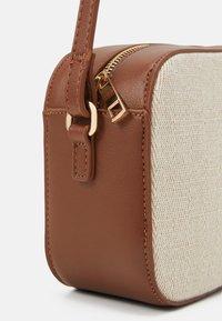 Vero Moda - VMASTRID CROSS OVER BAG - Across body bag - birch - 4