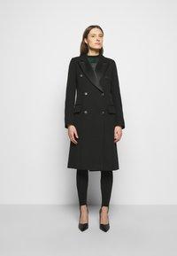 Victoria Beckham - DOUBLE BREASTED TUXEDO COAT - Klasický kabát - black - 0