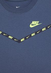 Nike Sportswear - CHEVRON - Print T-shirt - diffused blue - 3