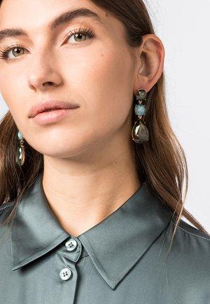 MIT SCHMUCKSTEINEN - Earrings - eukalyptus