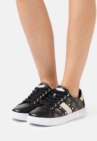 Guess - RICENA - Sneakersy niskie - brown - 0