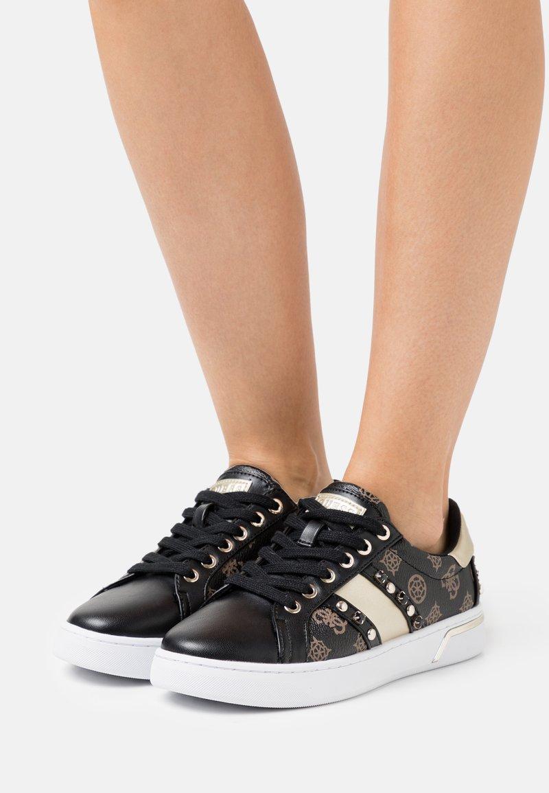 Guess - RICENA - Sneakersy niskie - brown