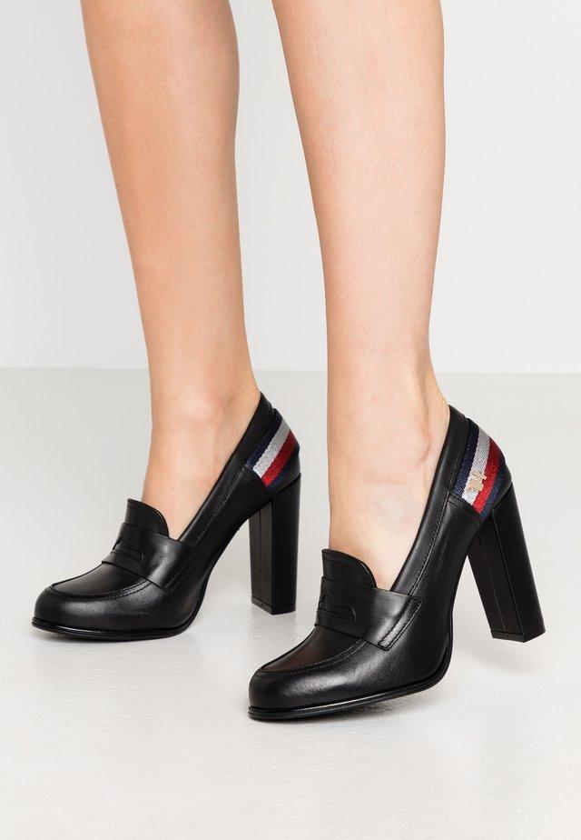 STRAP - Zapatos altos - black