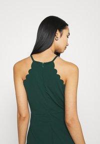WAL G. - YELDA SCALLOP NECK MINI DRESS - Koktejlové šaty/ šaty na párty - forest green - 3