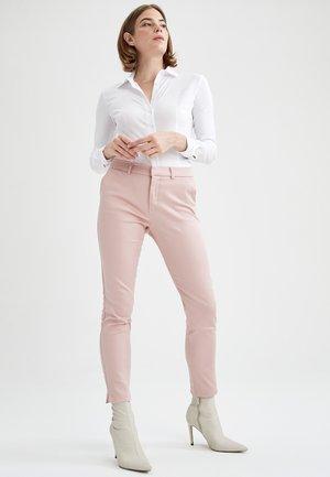 SLIM FIT  - Pantalones chinos - pink