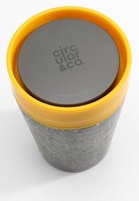 Circular&Co - KAFFEEBECHER TO GO MIT DECKEL - 227ml - Other accessories - schwarz / gelb - 2