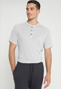 adidas Golf - ADICROSS NO SHOW TRANSITION  - Print T-shirt - grey two - 0