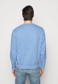 Polo Ralph Lauren - FLEECE CREWNECK SWEATSHIRT - Felpa - blue lagoon - 2