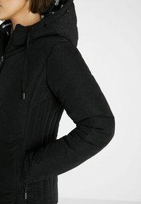 Desigual - SLIM PADDED JACKET HOOD - Winter jacket - black - 3