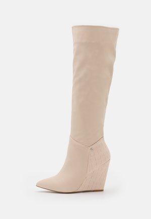 JINGLE - Laarzen met sleehak - offwhite