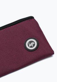 Hype - CREST - Pencil case - burgundy - 3