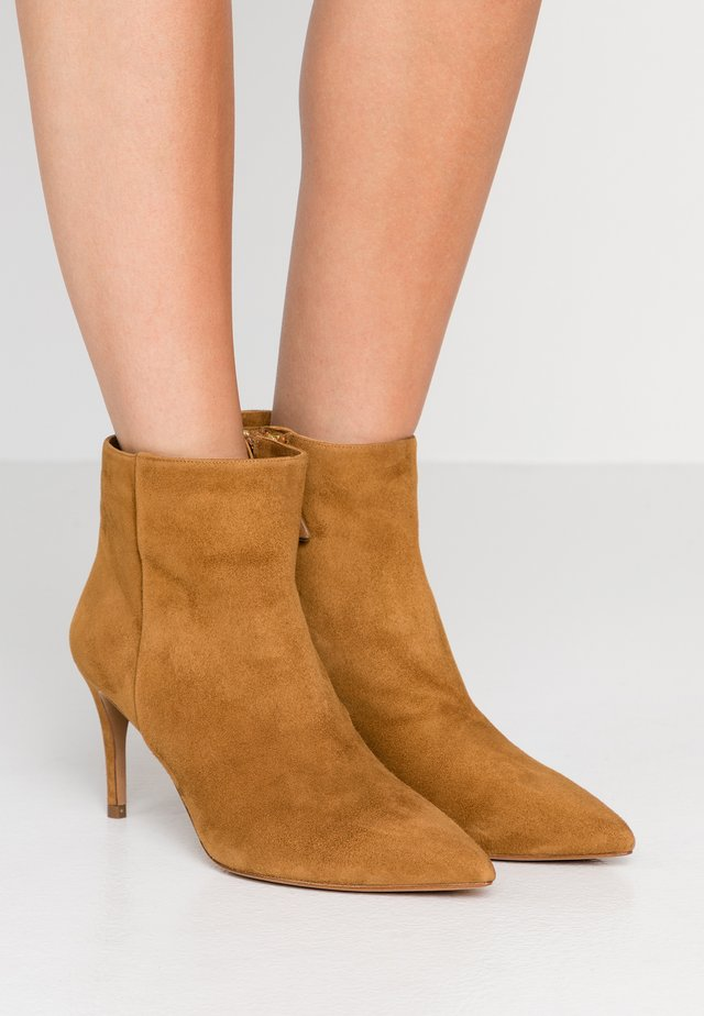 Ankle boots - chesnut