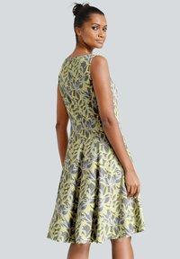 Alba Moda - Day dress - dunkelgrau,gelb,hellgrau - 2