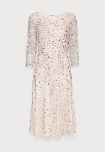 BEADED DRESS - Vestito elegante - light pink