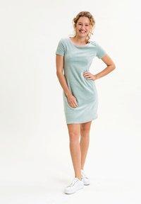 UVR Berlin - ELININA - Jersey dress - hellgrün - 1