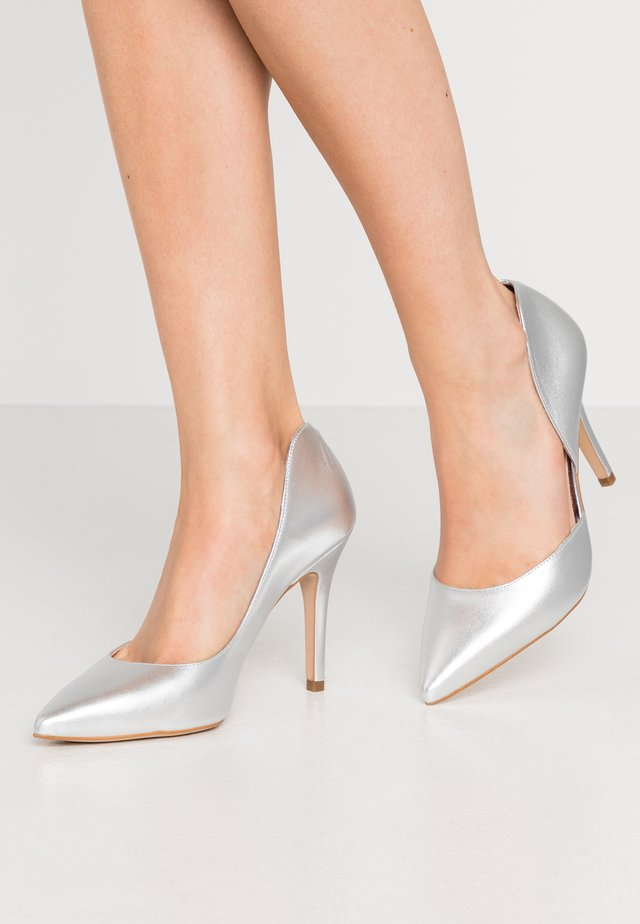 Zapatos altos - silver