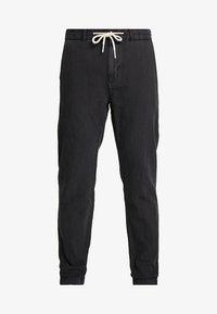 Scotch & Soda - WARREN GARMENT DYED BEACH  - Trousers - black - 4