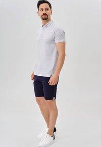 INDICODE JEANS - Shorts - navy - 1