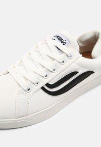Genesis - G-HELÁ UNISEX - Sneakers basse - white/black - 4