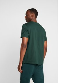 Lyle & Scott - CREW NECK  - T-shirt - bas - jade green - 2
