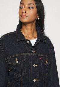 Levi's® - LOOSE SLEEVE TRUCKER - Denim jacket - dark indigo - 6
