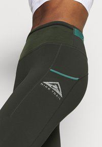 Nike Performance - EPIC LUXE TRAIL - Collant - sequoia/bicoastal - 4