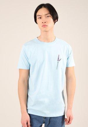 LAVENDER - Print T-shirt - blue
