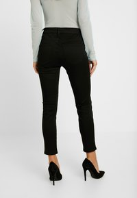 J.CREW PETITE - LOOKOUT HIGH RISE NEW - Jeans Skinny Fit - true black - 2